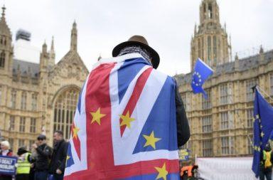 Acciones europeas se deslizan sobre la ansiedad del Brexit