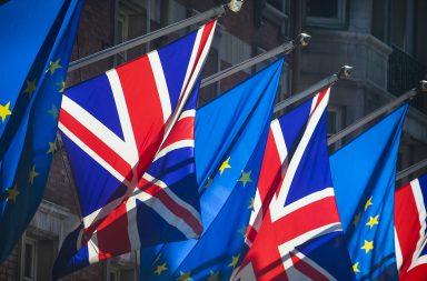 Las acciones europeas son tibias antes de que se reanude el brexit