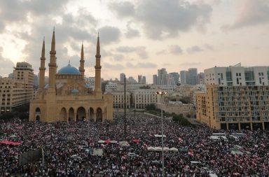Manifestantes del Líbano mantienen presión sobre el gobierno a medida que se acerca el plazo de la reforma